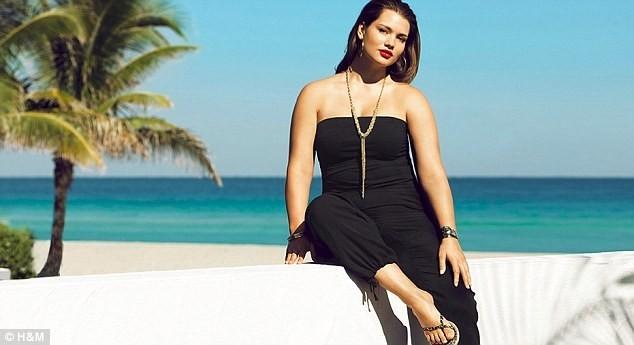 Mode : Tara Lynn prend la pose pour la collection été 2011 de maillots de bain H&M !