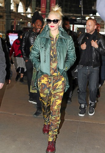 Gwen Stefani : On savait les Dr. Martens de retour, le bomber fait lui aussi son come-back !