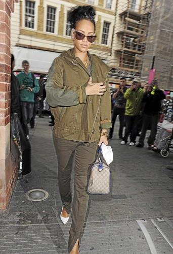 Rihanna : En total look, elle a tout bon !