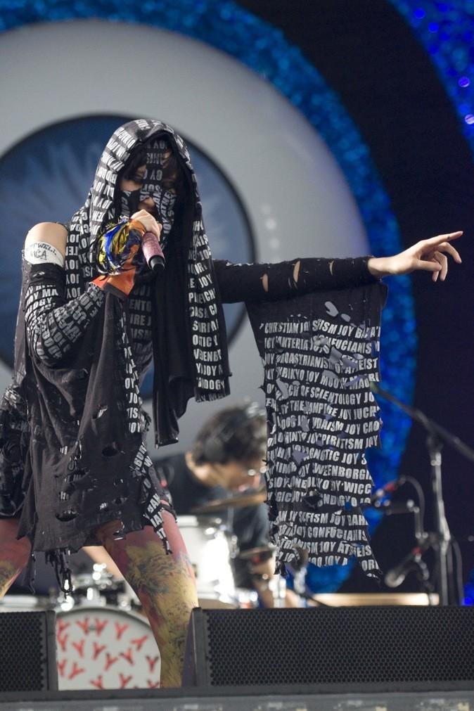Karen O, en leader d'une secte sataniste