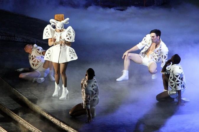 Lady Gaga, le bélier à la robe structurée