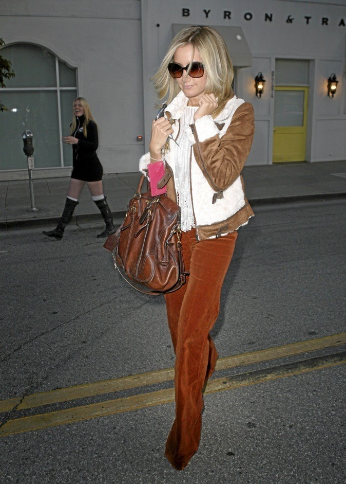 Ashley Tisdale, une adepte de cette matière douce et soyeuse !