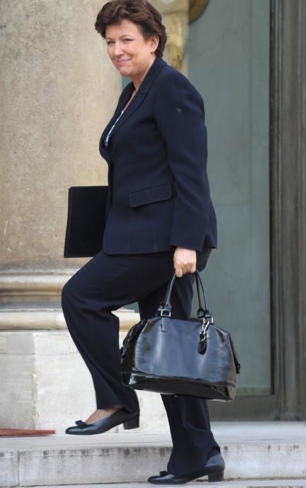Roselyne Bachelot en total look black !