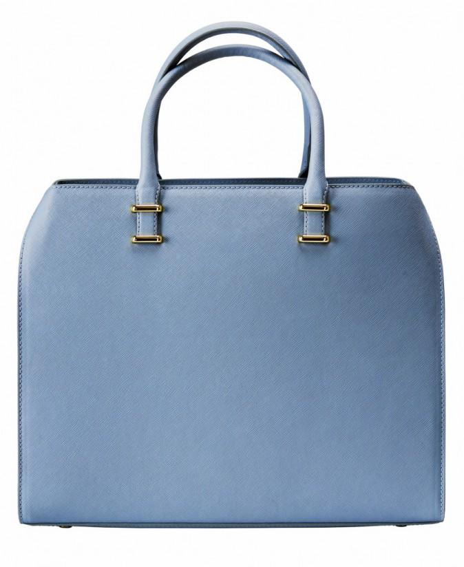 Prescription : le bleu layette avec la sac à main, H&M, 39,95 €