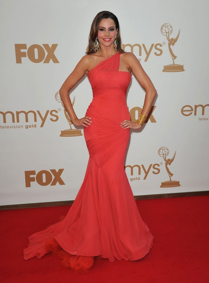 Colorama : la robe asymétrique rouge Vera Wang de Sofia Vergara (Modern Family) !