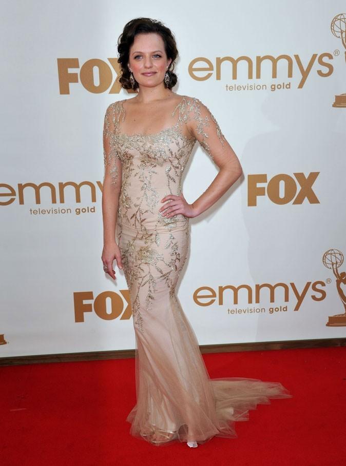Tout ce qui brille : la robe à motifs argentés d'Elisabeth Moss (Mad Men) !