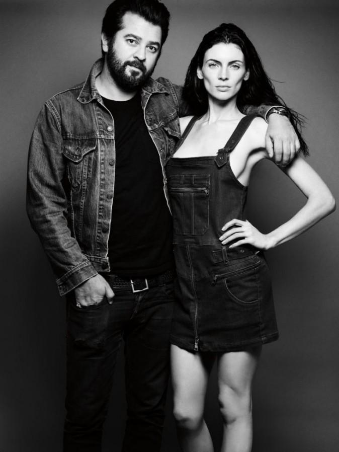 Liberty Ross avec le styliste de Genetic Ali Fatourechi