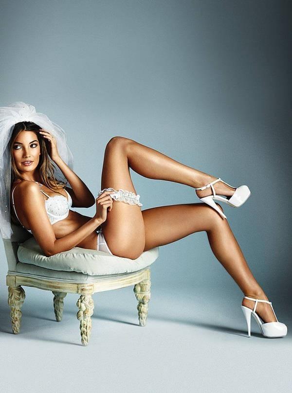 Lily Aldridge en mariée sexy pour Victoria's Secret !