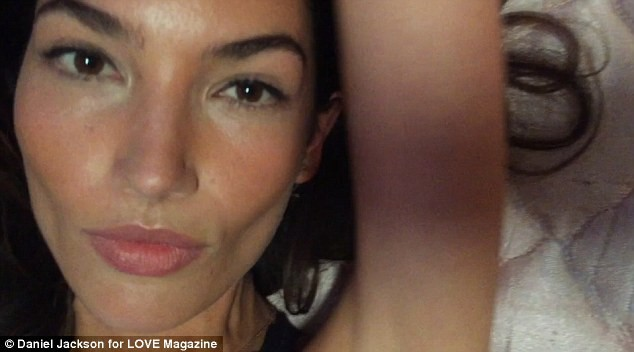 "Mode : Lily Aldridge : on la ""Love"" dans son body ultra sexy J-2 !"