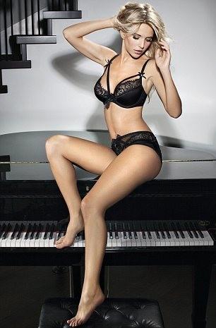 Assise sur le piano, c'est Michael Bublé qui risque de ne pas être content !