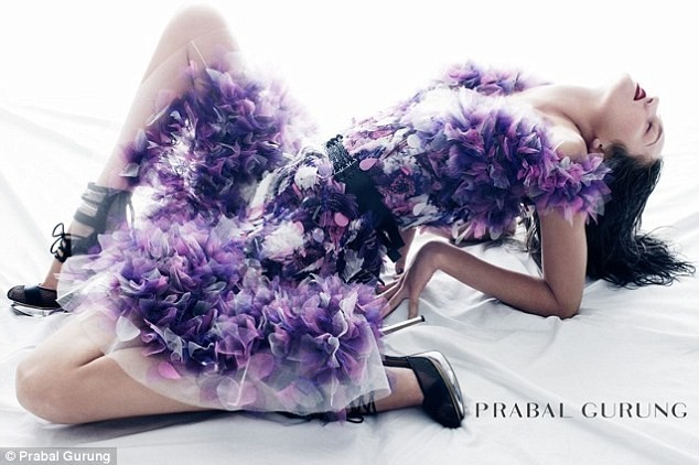 Candice Swanepoel pour la collection printemps-été 2012 de Prabal Gurung