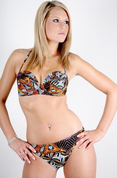 Marine Boudou : la Belle est plus sexy que jamais en égérie d'une marque de maillots de bain !