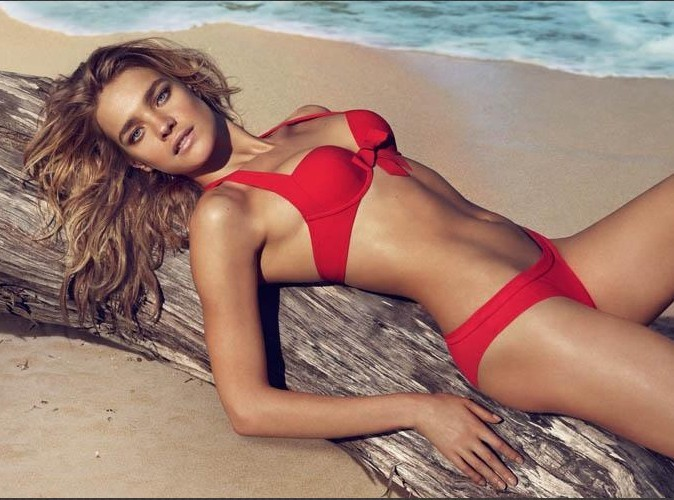 Natalia Vodianova en bikinis sexy pour Etam !
