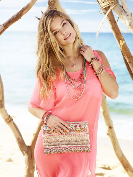 Nina Agdal : égérie so pretty pour Accessorize !