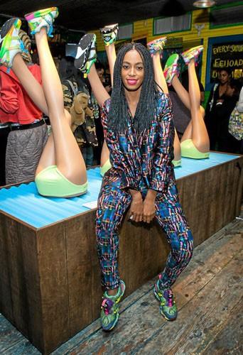 """Solange Knowles : avec ses Puma aux pieds, la chanteuse est prête àbondir ! Appelez-la """"saut-de-l'ange Knowles""""."""