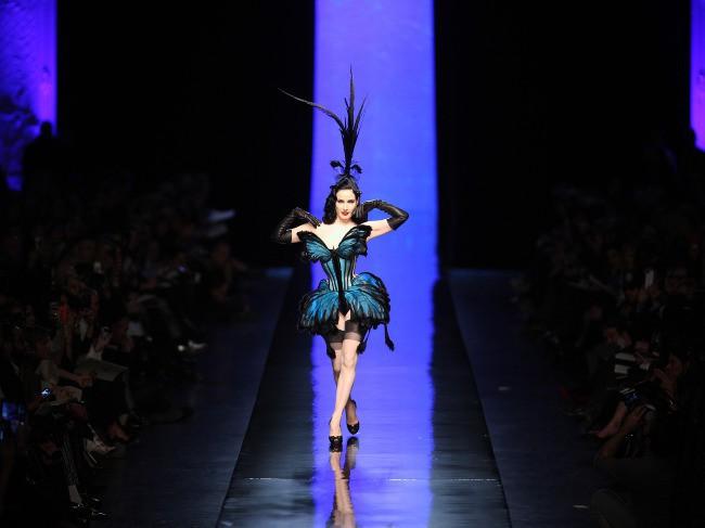 Dita von Teese défilait dans la robe papillon de Jean-Paul Gaultier lors de la dernière Fashion Week !