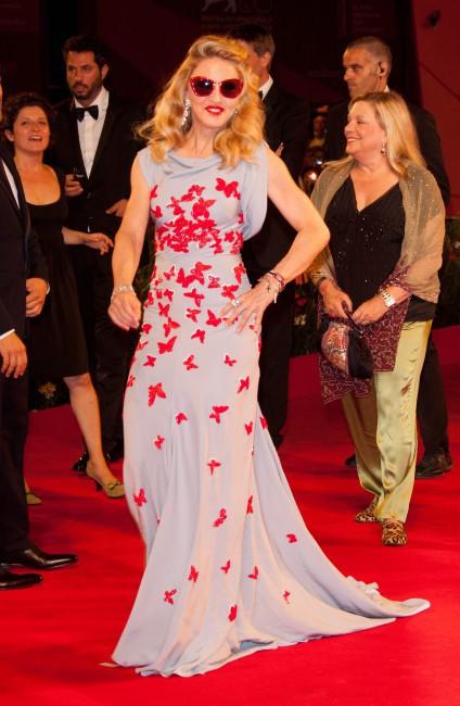 Madonna et sa robe toute cousue de papillons !