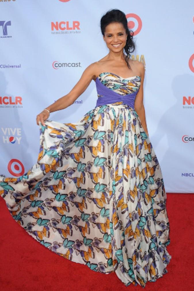 Victoria Rowell et sa robe aux imprimés papillons !