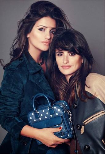 Penélope et Monica Cruz, les soeurs égéries pour les nouveaux sacs Loewe !