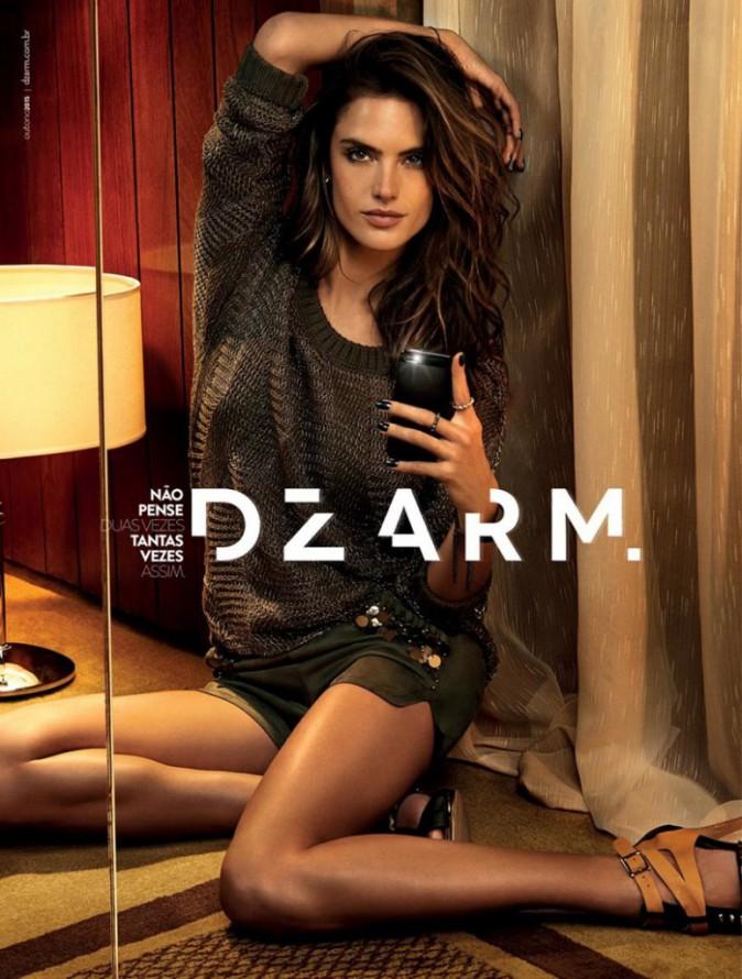 Mode : Photos : Alessandra Ambrosio : une vrai selfie addict pour Dzarm !