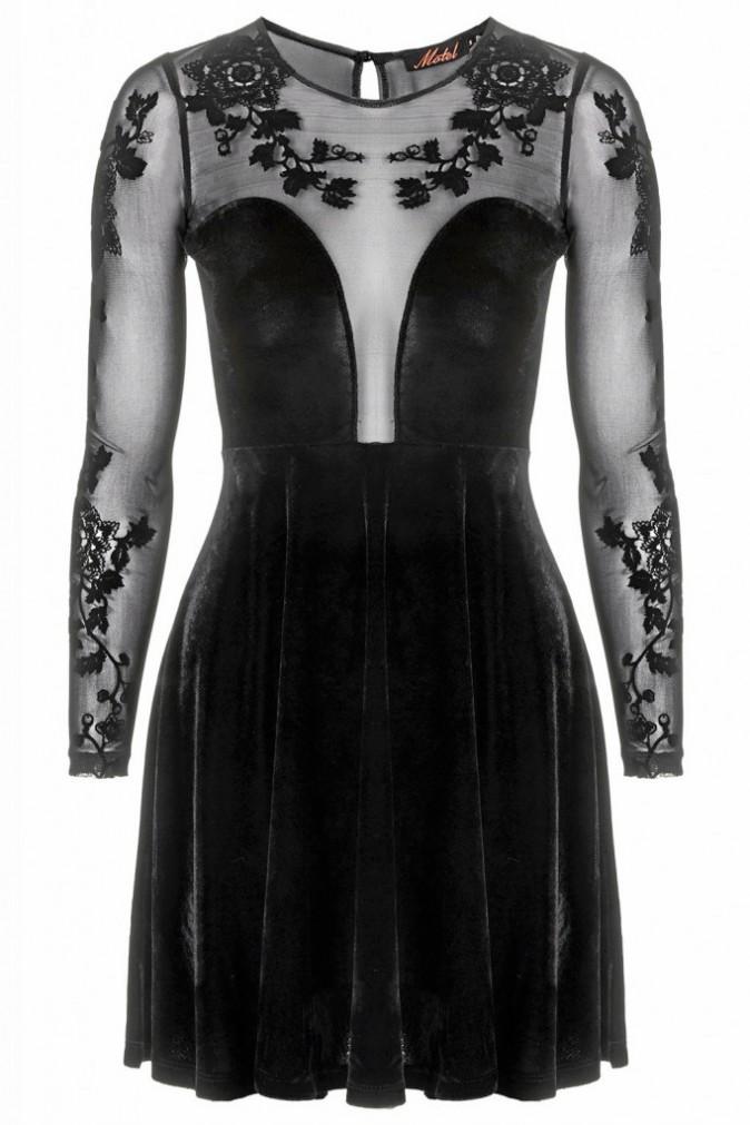 Ses must-have : Une robe de soirée à la pointe de la mode (Topshop 64 €)