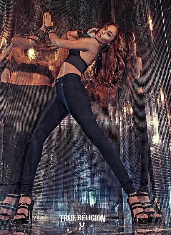 Mode : Photos : Joan Smalls : Complètement hot pour True Religion !