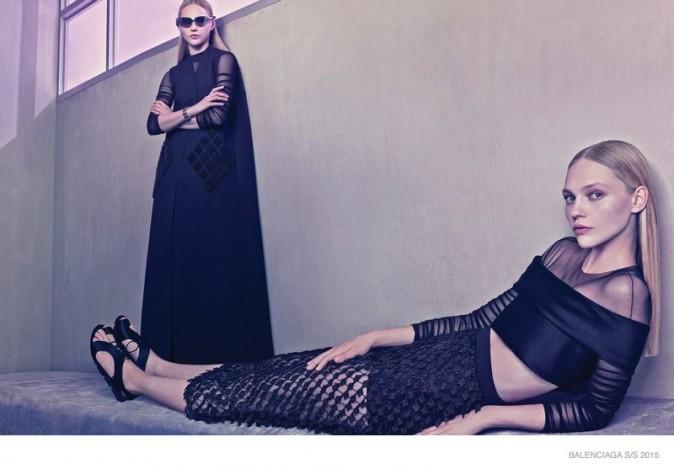 Mode : Photos : Sasha Pivovarova : égérie futuriste pour Balenciaga !