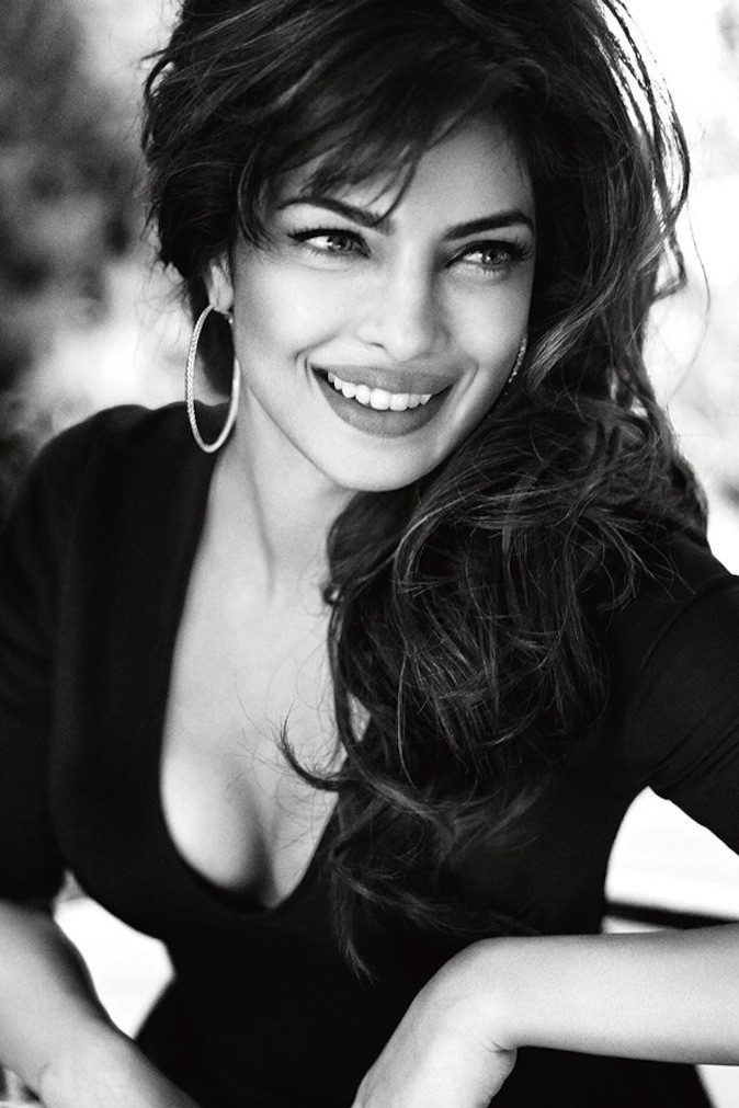 Priyanka Chopra, en photos noir et blanc ultra sexy pour Guess !