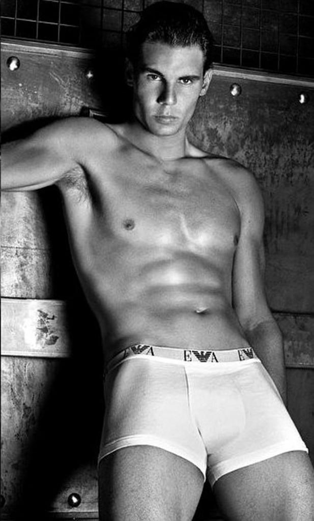 Un corps d'athlète dans des sous-vêtements de luxe... What else ?