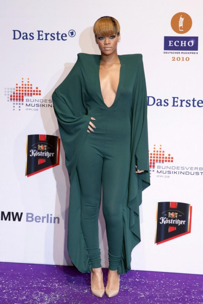 La combinaison que Rihanna portait lors des Echo Awards en 2010 ..
