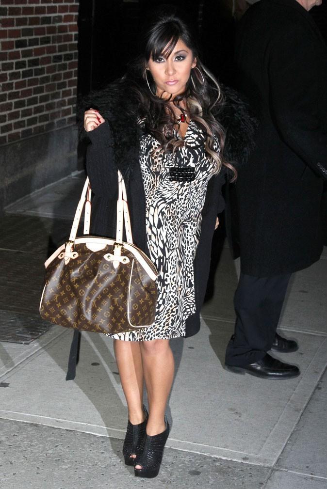 La robe léopard et le sac Vuitton de Snooki !