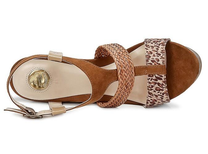 Sandales compensées, imprimé léopard Bullboxer chez spartoo.com, 60 €.