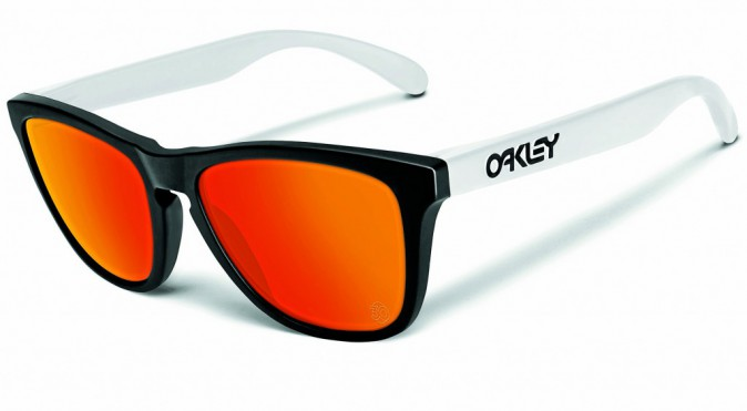 À verres orange, Oakley 149 €
