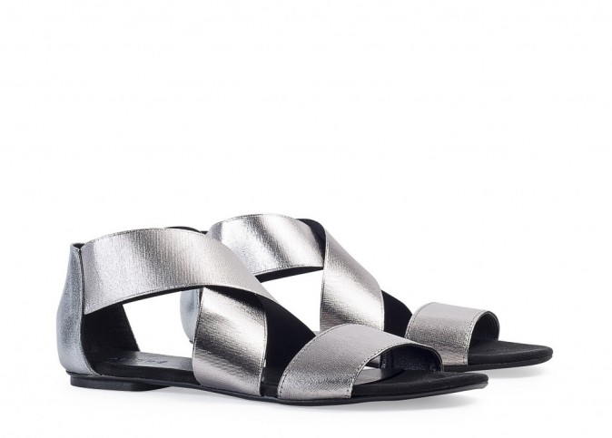 Sandales argentées, André 55 €