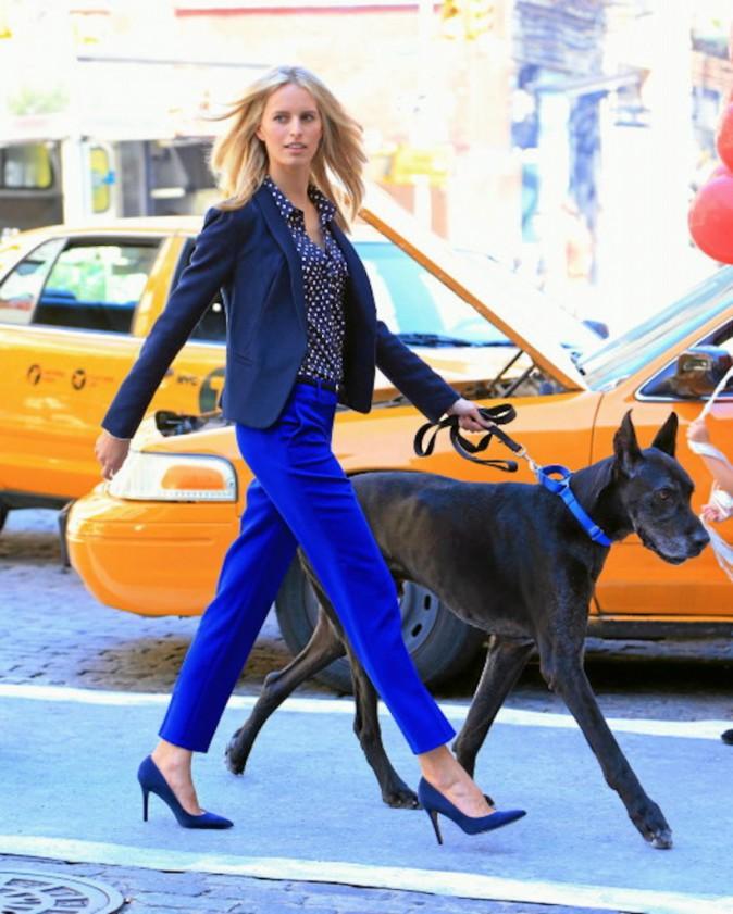 Karolina Kurkova : un total look raccord, jusqu'à la laisse du chien, Karolina est à la pointe!