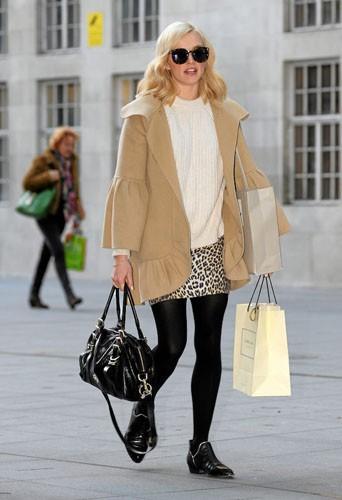 Fearne Cotton : C'est ça, être une fashionista : on assortit ses sacs shopping à sa tenue.