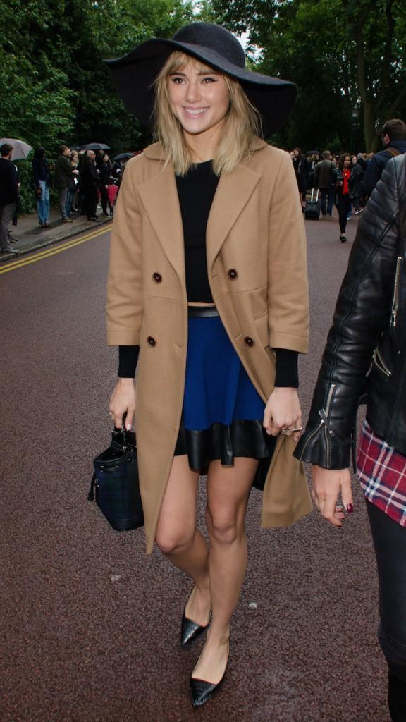 Mode : Suki Waterhouse : découvrez le CV fashion de la copine de Bradley Cooper !