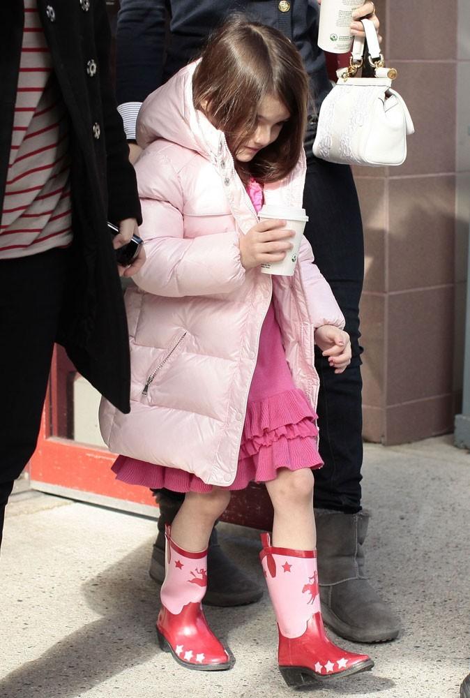 Des bottes en caoutchouc avec une robe... Une faute de goût ?
