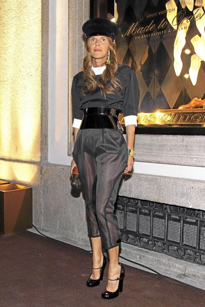 Anna Dello Russo, n'est-elle pas un peu trop âgée pour adopter ce genre de look ?
