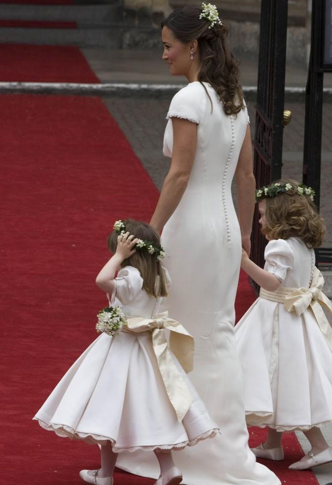 Mode toutes les robes royales de pippa et kate middleton for Alexander mcqueen robe de mariage