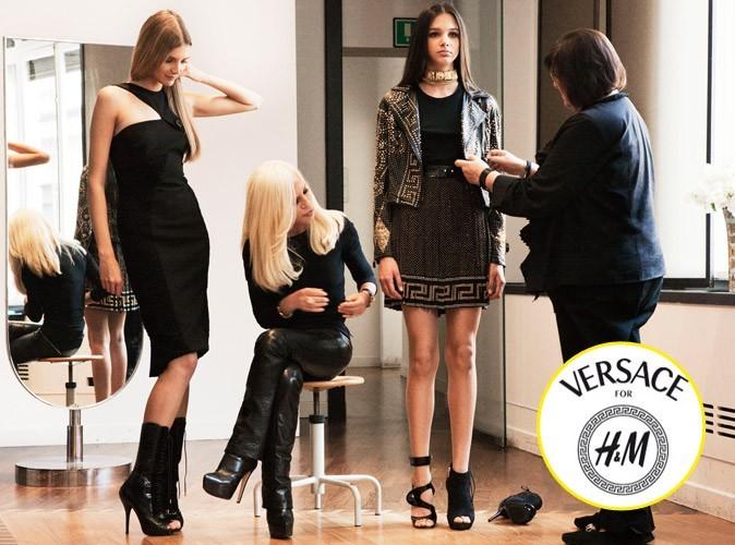Donatella et Margareta vérifient le tombé des modèles lors des essayages Versace for H&M