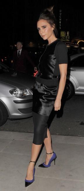 Victoria arrive à l'hôtel à Londres pour la Fashion Week