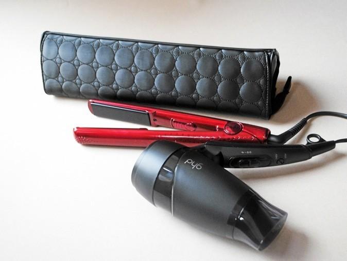 Coffret de Noël : lisseur styler et sa pochette + sèche-cheveux ultra compact, Metallic collection rubis, ghd 219 €