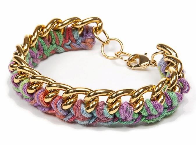Bracelet en coton importé du Pérou et réalisé avec les techniques de crochet traditionnel.