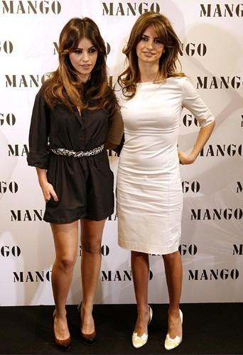 Les deux soeurs lors du lancement de leur collection printemps-été 2008 pour Mango