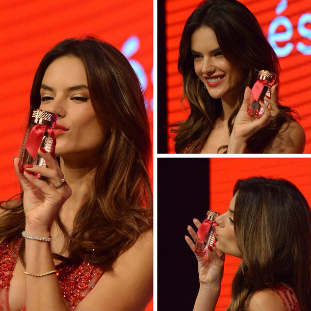 Alessandra Ambrosio : beauté fatale pour présenter le parfum Esika !