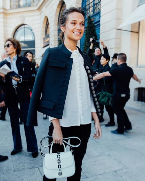 Photos : Alicia Vikander au défilé Louis Vuitton à Paris !