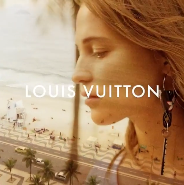 Photos : Alicia Vikander pose à la plage pour Louis Vuitton !