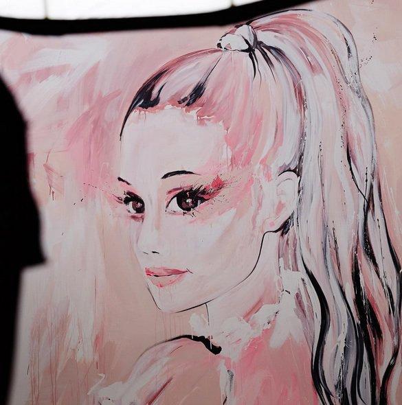 Photos : Ariana Grande, nouvelle égérie girly pour M.A.C. Cosmetics !
