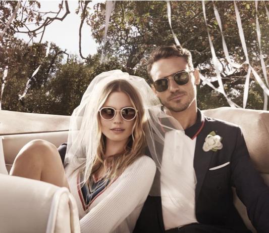Behati Prinsloo, une jeune mariée aux côtés d'Arthur Kulkov : nouvelles lunettes de soleil Tommy Hilfiger